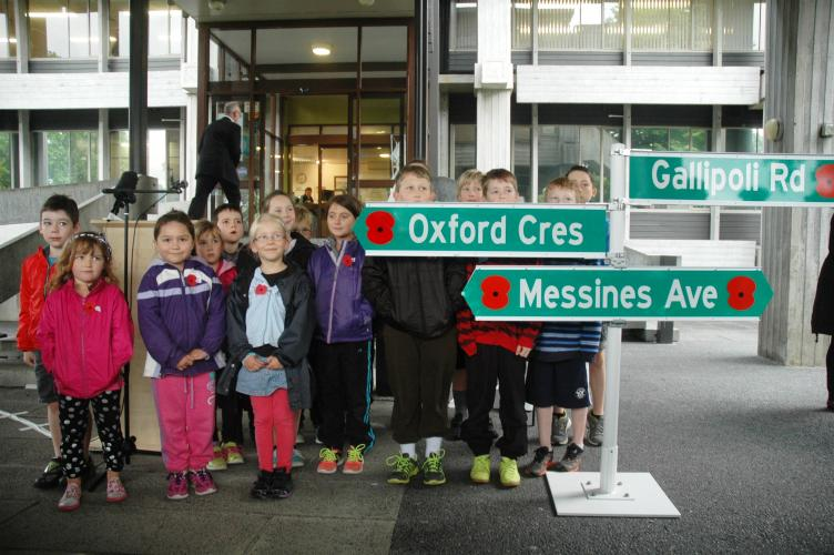 003 Oxford Cresc Upper Hutt Oxford Cresc scool children at Launch 11 Nov 2015